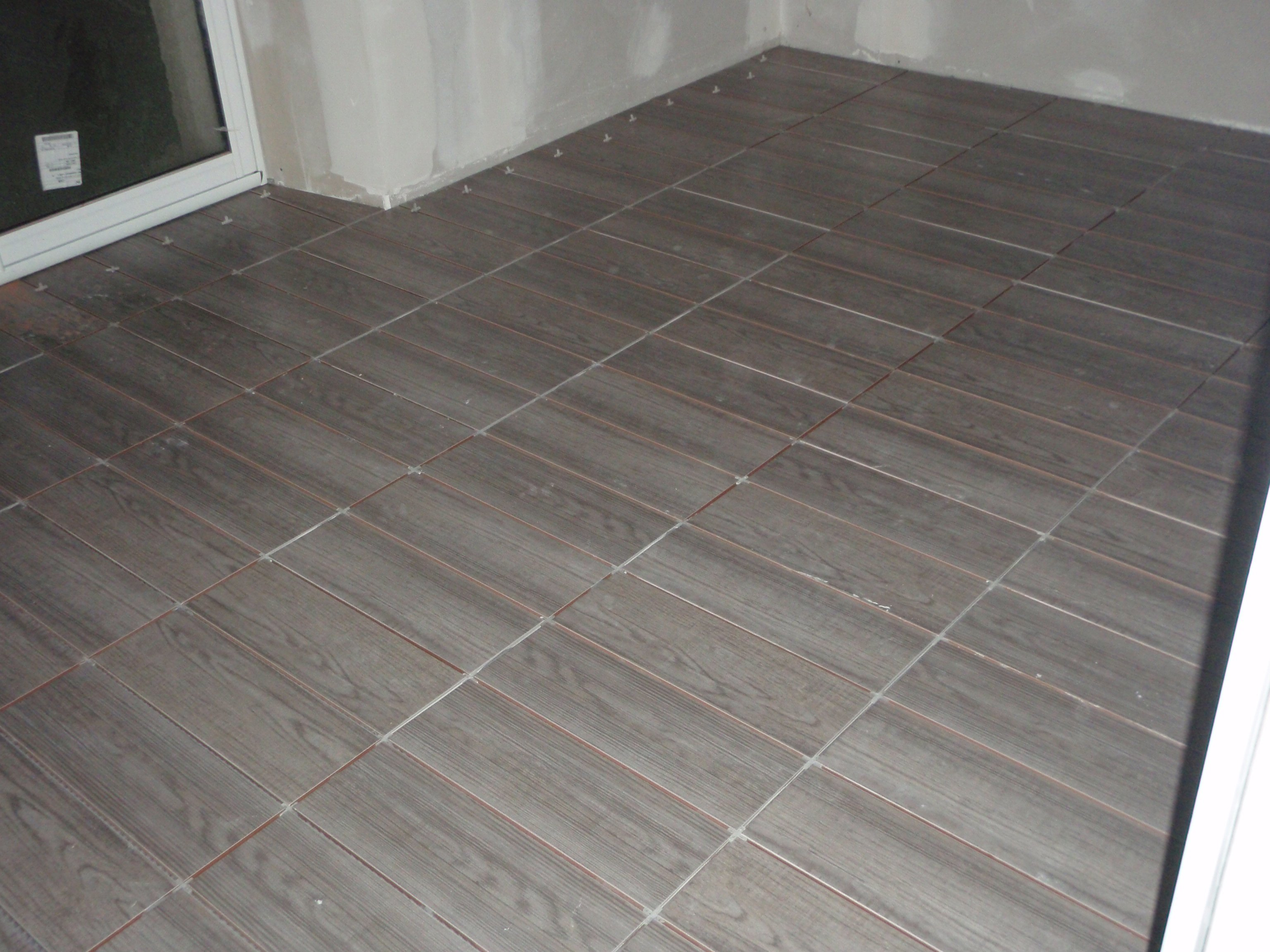Une long re un projet une r novation carrelage c for Pose carrelage sol imitation parquet